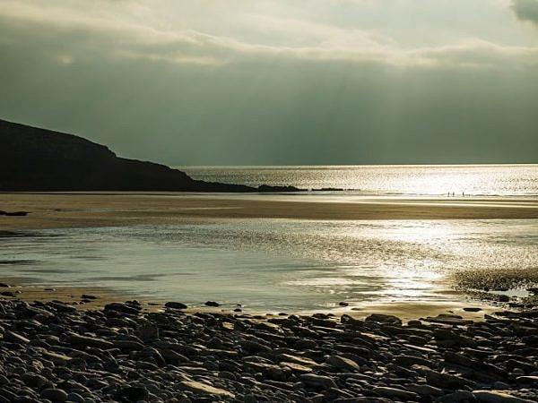 Dunraven Bay into the sun web DSC_4962