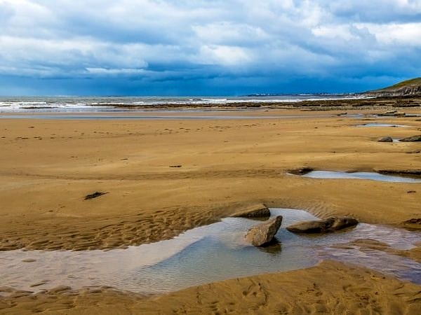 Dunraven Bay on a moody weather day